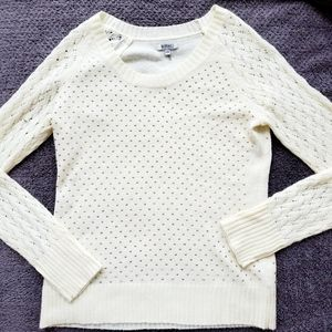 Point Zero nice eggshell sweater w/ gold studs